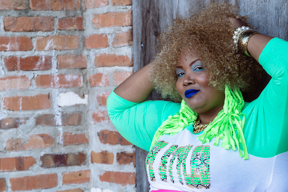 African American woman wearing a blonde wig and blue lipstick